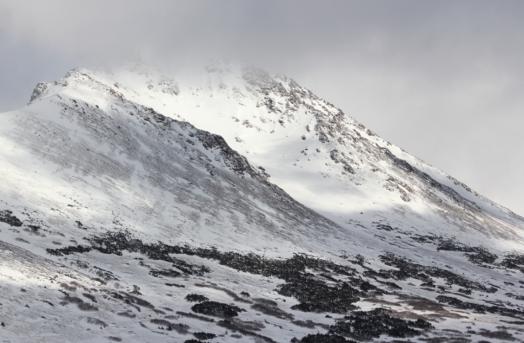 My kind of scenery. Trekking dengan slaju setinggi lutut... tapi sepadan dengan pemandangannya. Anchorage, 2014.